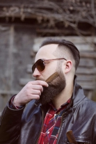 Barzdos ir ūsų šukos, amerikietiškas riešutas