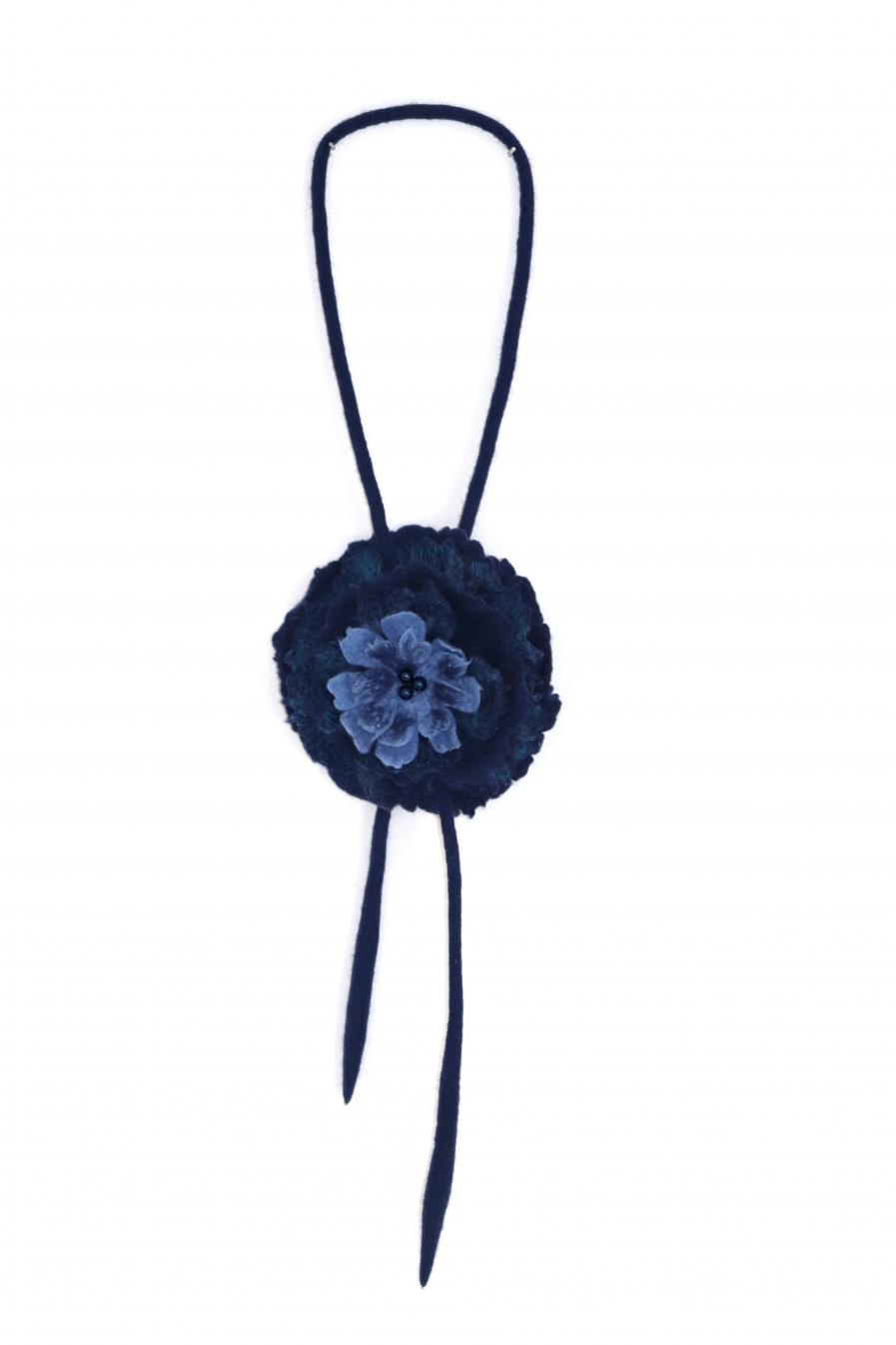 """Kaklo papuošalas """"Tamsiai mėlyna gėlė"""""""