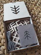 Mediniai kalėdiniai žaisliukai su  baltiškais simboliais