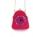Rožinė rankinė su prisegama 3D gėle