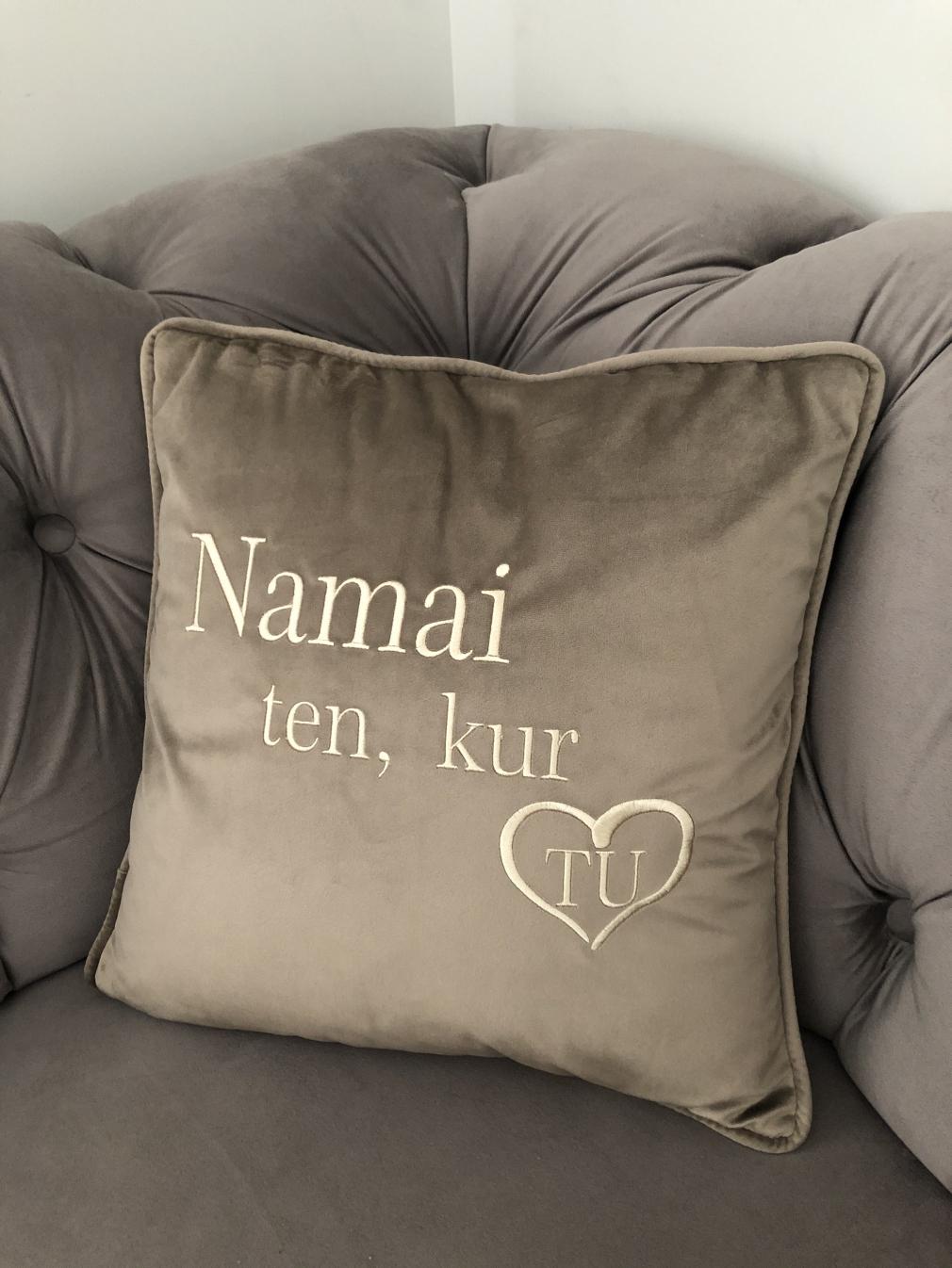 """Aksomo pagalvėlė """"NAMAI TEN KUR TU"""""""