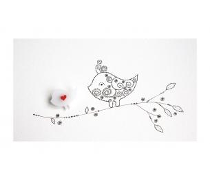 """Segė """"Mažasis paukštukas"""" balta spalva, su raudonu sparneliu"""