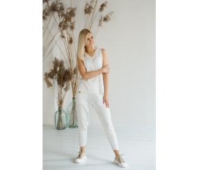 Vasariškas laisvalaikio kostiumėlis, baltos spalvos